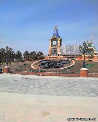 shanghai_disney_flower_bed
