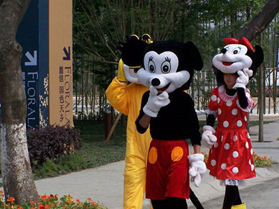 shanghai_disney_mickey_fake