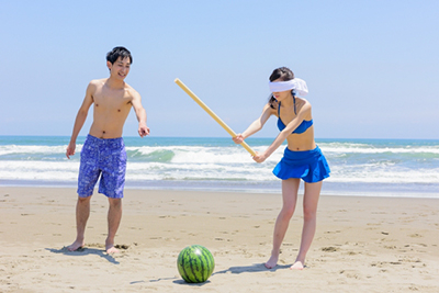watermelon_splitting_beach